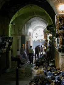 Into suq from small han